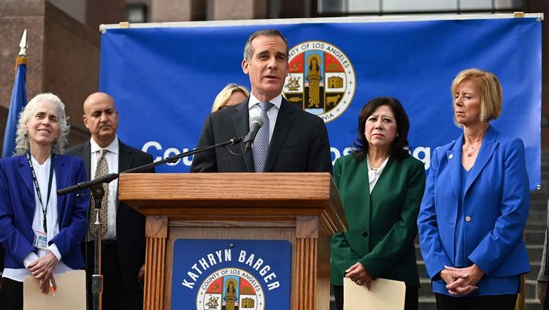 Thống đốc California ban bố tình trạng khẩn cấp do COVID-19 - ảnh 1