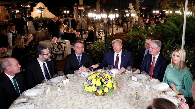 Quan chức Brazil dương tính COVID-19 từng gặp ông Trump - ảnh 2