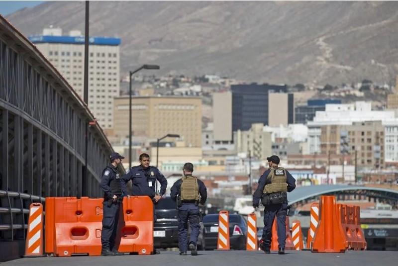 Trèo tường biên giới vào Mỹ, thai phụ té ngã đến tử vong - ảnh 1