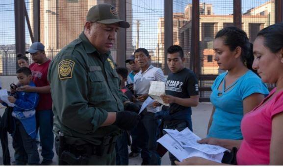 Trèo tường biên giới vào Mỹ, thai phụ té ngã đến tử vong - ảnh 2