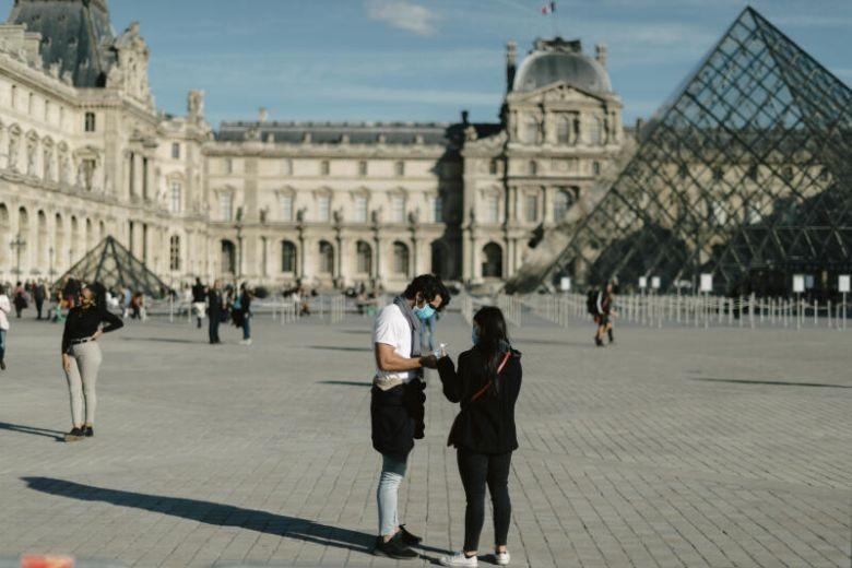 COVID-19 Pháp: 'Sẵn sàng mọi bước đi xa hơn để chống dịch' - ảnh 2