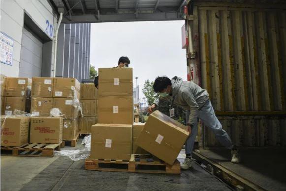 Lô hàng viện trợ của tỉ phú Jack Ma đã đến Mỹ - ảnh 1