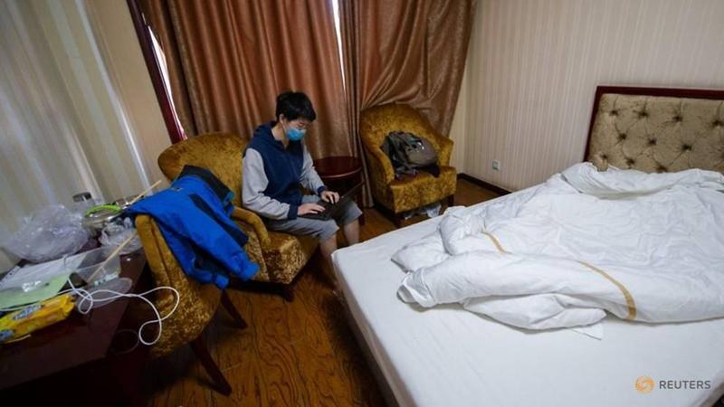 Phương Tây đóng cửa trường, sinh viên Trung Quốc đổ xô về nước - ảnh 2