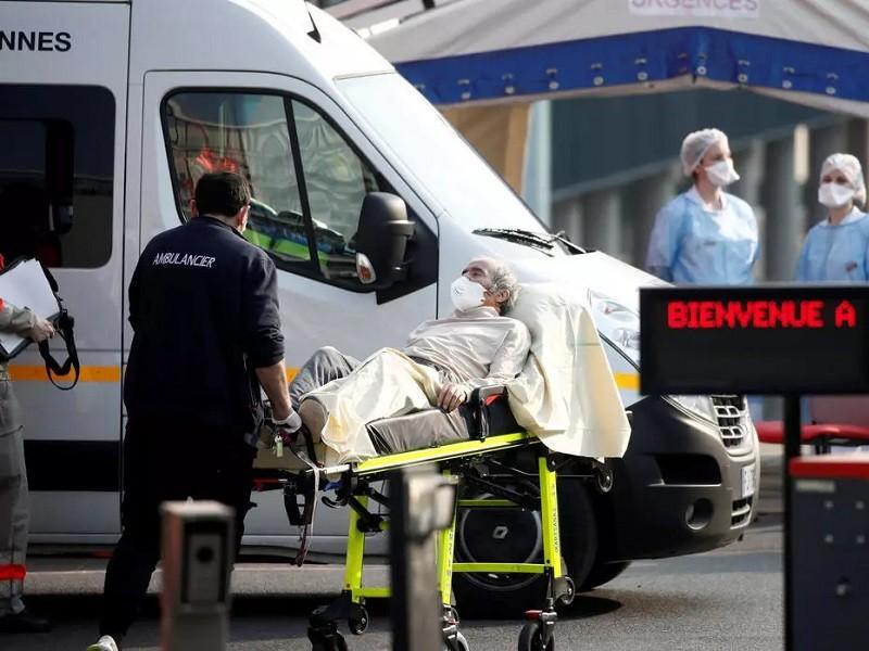 COVID-19 Pháp: Quá tải bệnh viện, nhờ Đức điều trị các ca nặng - ảnh 1