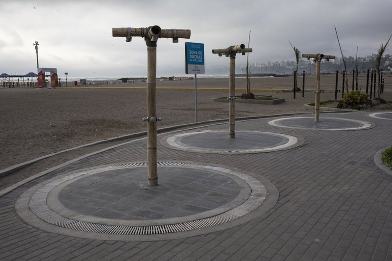 Các vòi tắm nước ngọt trên bãi biển bị