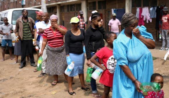 Dân châu Phi hối hả trữ thuốc sốt rét trước làn sóng COVID-19 - ảnh 2