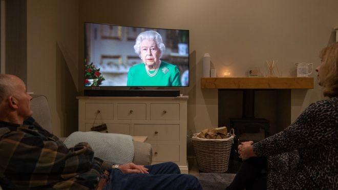 Nữ hoàng Anh phát biểu hiếm hoi trên truyền hình, về COVID-19  - ảnh 1