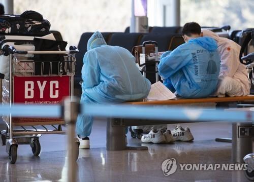 COVID-19 Hàn Quốc: Nhiễm mới giảm nhưng lo ngại thủ đô Seoul - ảnh 1