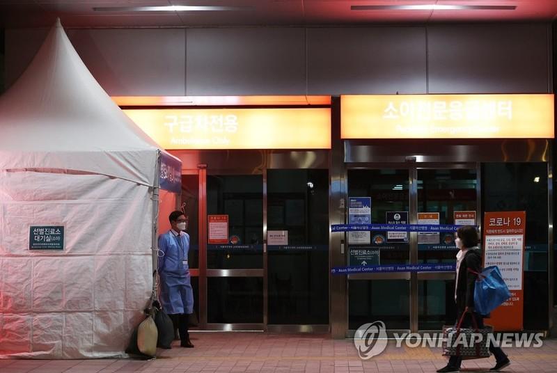 COVID-19 Hàn Quốc: Nhiễm mới giảm nhưng lo ngại thủ đô Seoul - ảnh 3