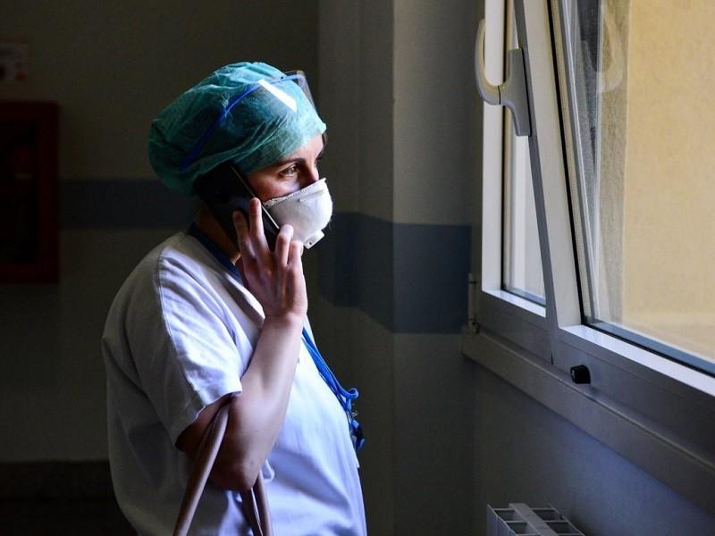 WHO: Thế giới cần gấp 6 triệu y tá để chống COVID-19 - ảnh 1