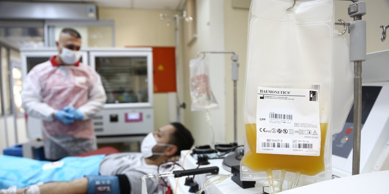 Đột phá mới: Dùng huyết tương người trong điều trị COVID-19 - ảnh 1