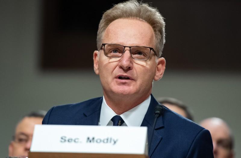 Bộ trưởng Hải quân Mỹ từ chức liên quan xử lý dịch COVID-19 - ảnh 1