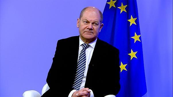 COVID-19: họp thâu đêm, EU vẫn không thống nhất về cứu trợ - ảnh 1