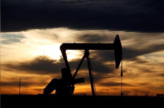 Trước áp lực từ Mỹ, OPEC và Nga đồng ý giảm sản lượng dầu mỏ - ảnh 2