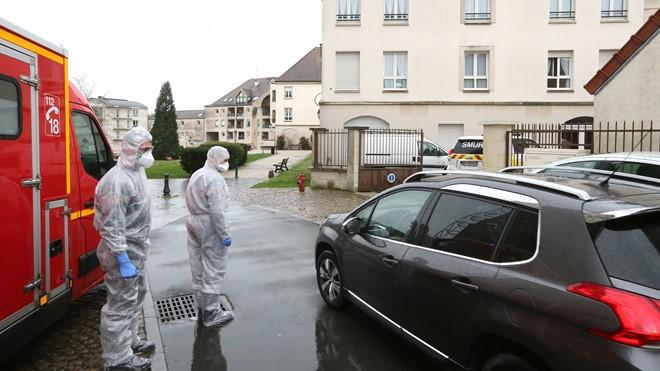 COVID-19 Pháp: 987 người chết/ngày, dịch có vẻ sắp đạt đỉnh - ảnh 3