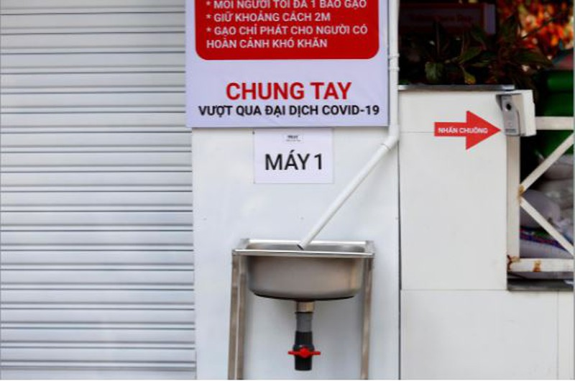 Reuters đưa tin về máy 'ATM gạo' nghĩa tình của Việt Nam - ảnh 4