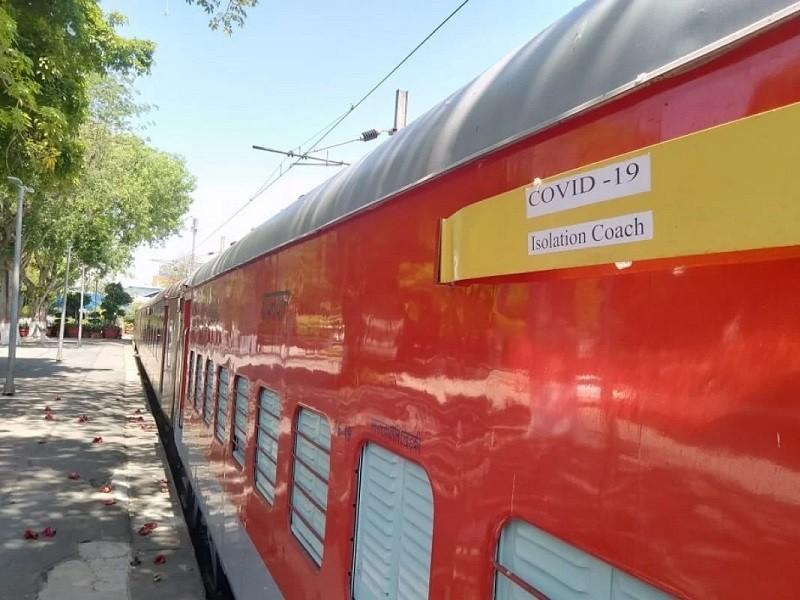 COVID-19 Ấn Độ: Toa tàu thành bệnh viện, nhà ga thành bếp ăn - ảnh 1