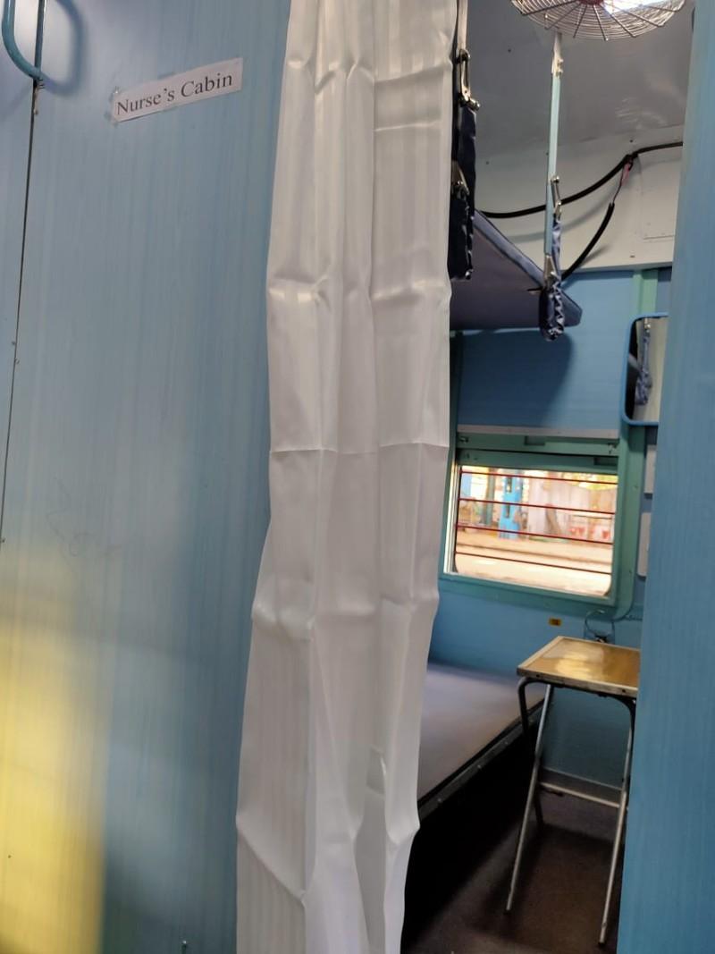 COVID-19 Ấn Độ: Toa tàu thành bệnh viện, nhà ga thành bếp ăn - ảnh 3