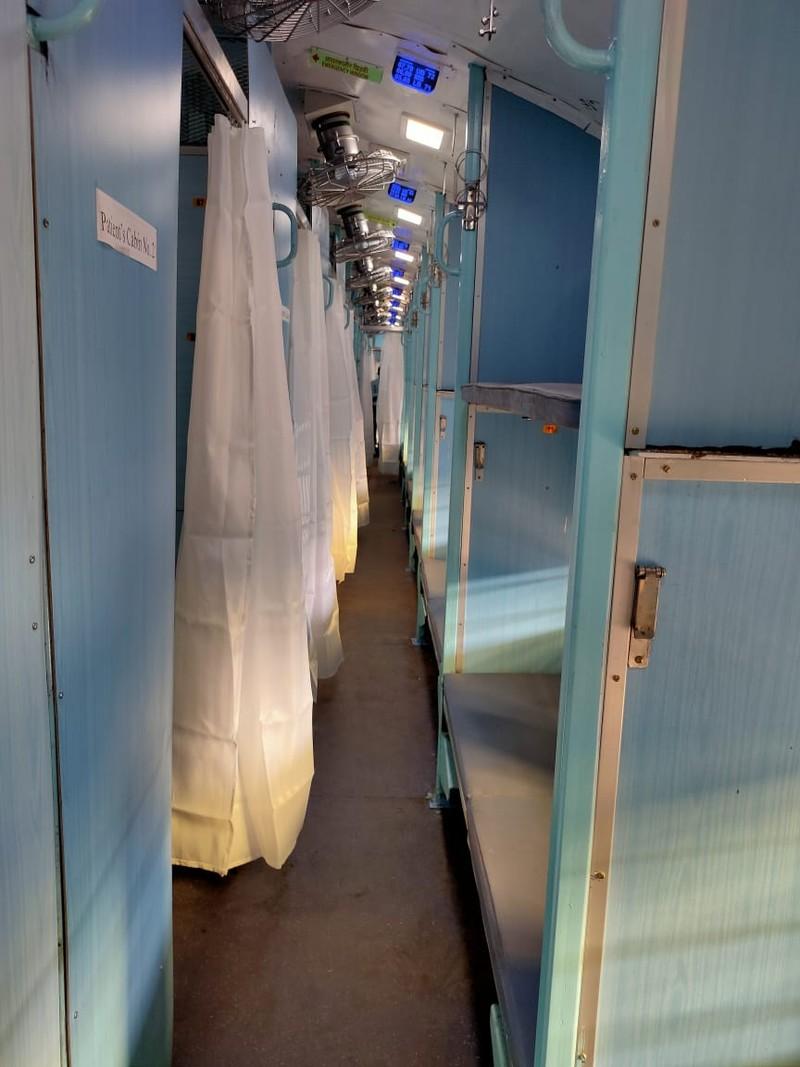 COVID-19 Ấn Độ: Toa tàu thành bệnh viện, nhà ga thành bếp ăn - ảnh 2