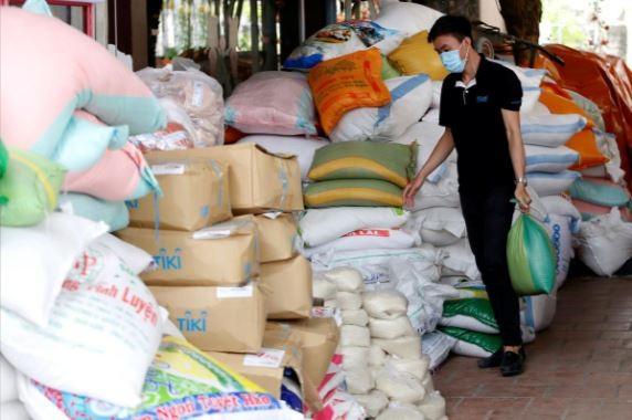 Reuters đưa tin về máy 'ATM gạo' nghĩa tình của Việt Nam - ảnh 2