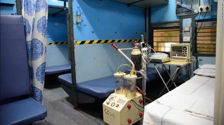 COVID-19 Ấn Độ: Toa tàu thành bệnh viện, nhà ga thành bếp ăn - ảnh 5