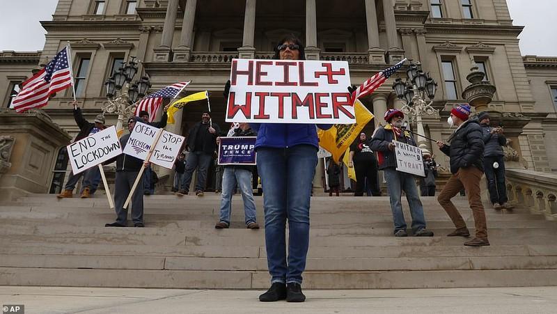 Mỹ: Nhiều bang dần mở cửa, dân biểu tình phản đối đóng cửa - ảnh 5