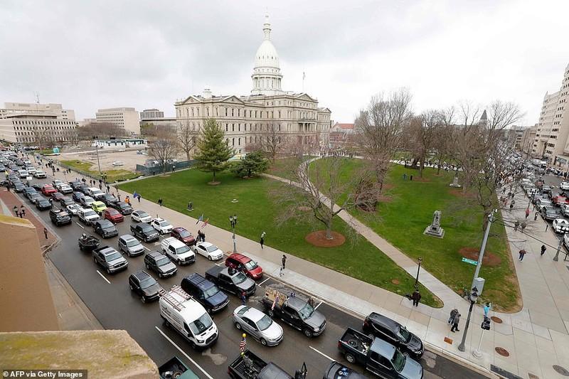 Mỹ: Nhiều bang dần mở cửa, dân biểu tình phản đối đóng cửa - ảnh 3