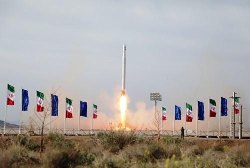 Iran phóng thành công vệ tinh quân sự đầu tiên vào quỹ đạo - ảnh 1
