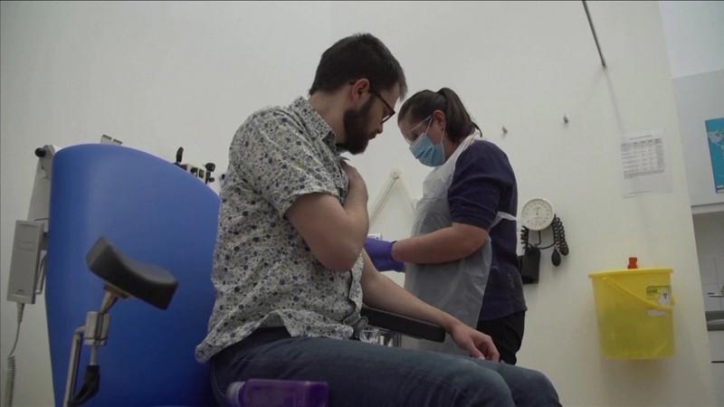 Trung Quốc nói sẽ có vaccine COVID-19 dùng đại trà đầu năm sau - ảnh 2