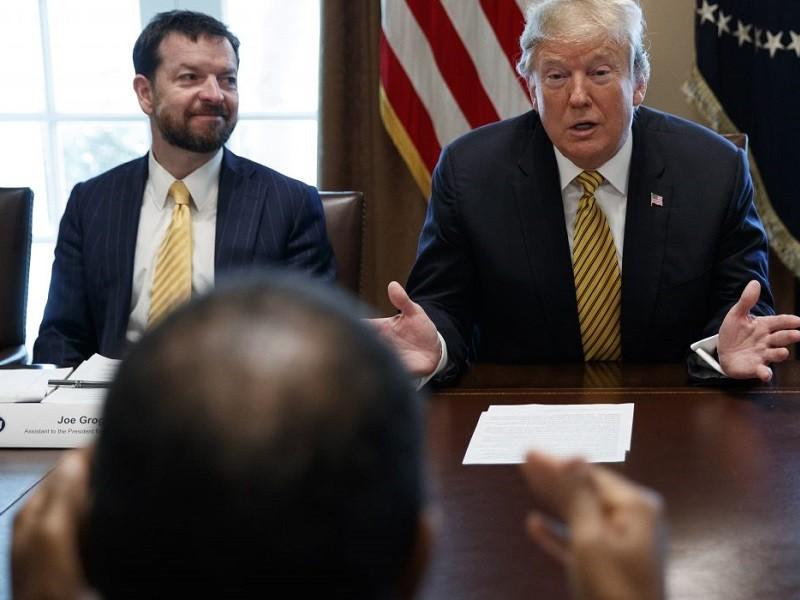 Cố vấn chính sách y tế của ông Trump từ chức - ảnh 1