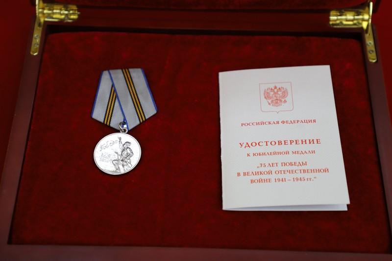 Ông Kim nhận huân chương của Nga nhân ngày chiến thắng 9-5 - ảnh 1