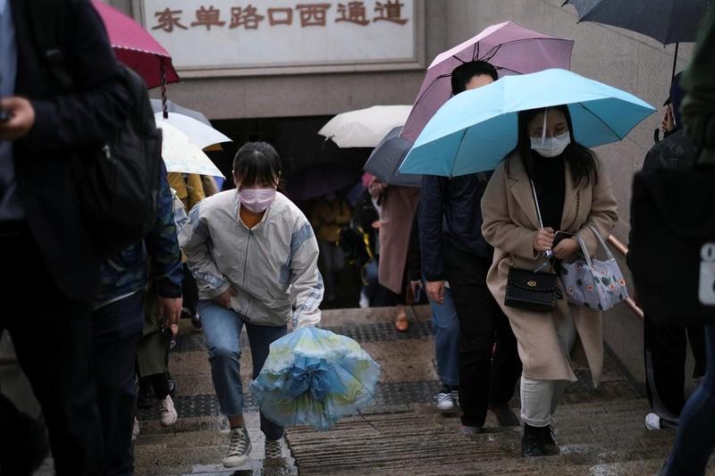 Trung Quốc bất ngờ phong tỏa 1 thành phố vì COVID-19 - ảnh 1