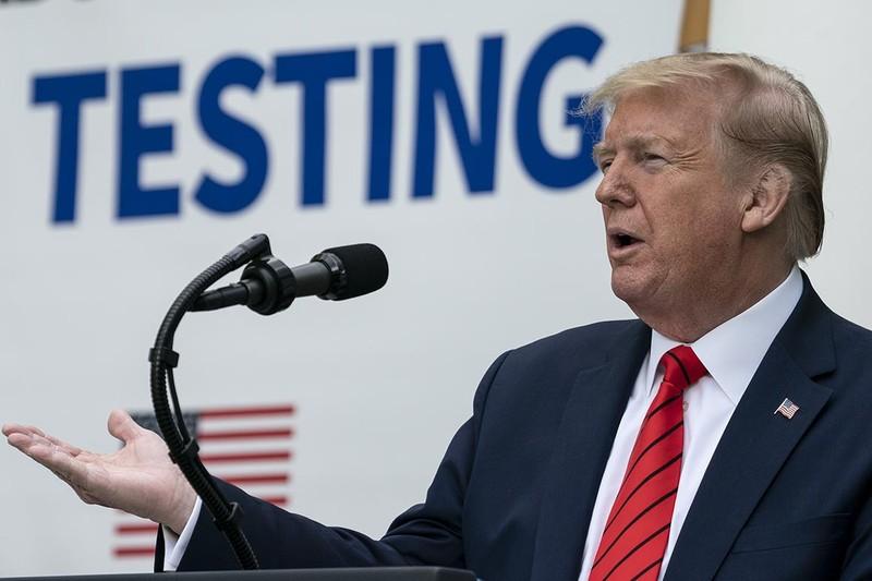 Nhà Trắng lệnh nhân viên đeo khẩu trang nhằm bảo vệ ông Trump - ảnh 2