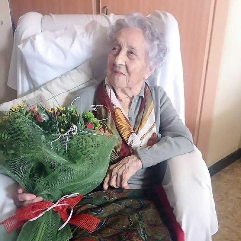 Cụ bà cao tuổi nhất Tây Ban Nha 'đánh bại' COVID-19 - ảnh 1