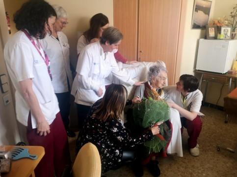 Cụ bà cao tuổi nhất Tây Ban Nha 'đánh bại' COVID-19 - ảnh 2