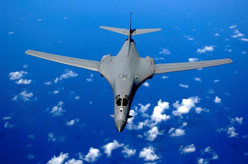 Máy bay ném bom, tàu sân bay Mỹ chuẩn bị quay lại Biển Đông - ảnh 1