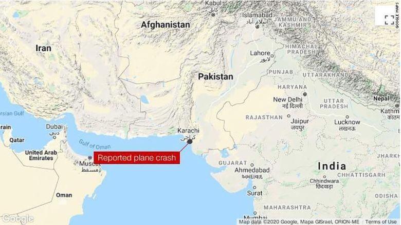 Máy bay chở hơn 100 người rơi ở Pakistan - ảnh 1