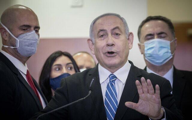 Thủ tướng đương nhiệm Israel phải hầu tòa - ảnh 1