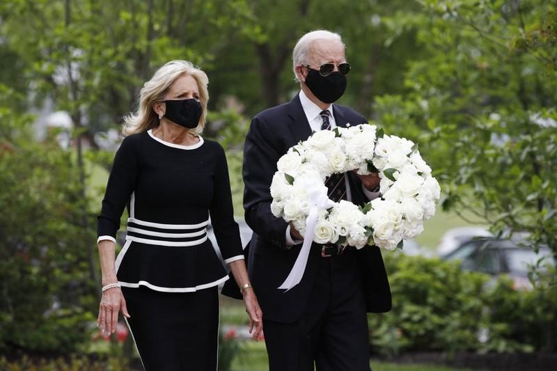 Ông Joe Biden xuất hiện trở lại sau hơn 2 tháng tránh dịch - ảnh 1