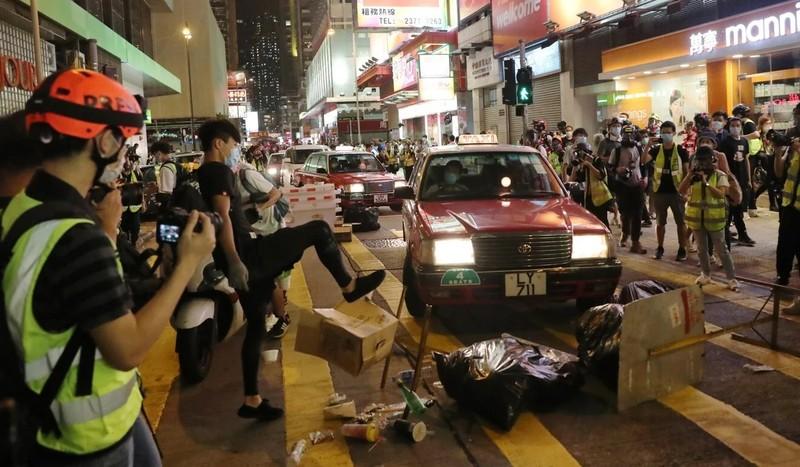 Hơn 360 người biểu tình Hong Kong bị bắt giữ - ảnh 1