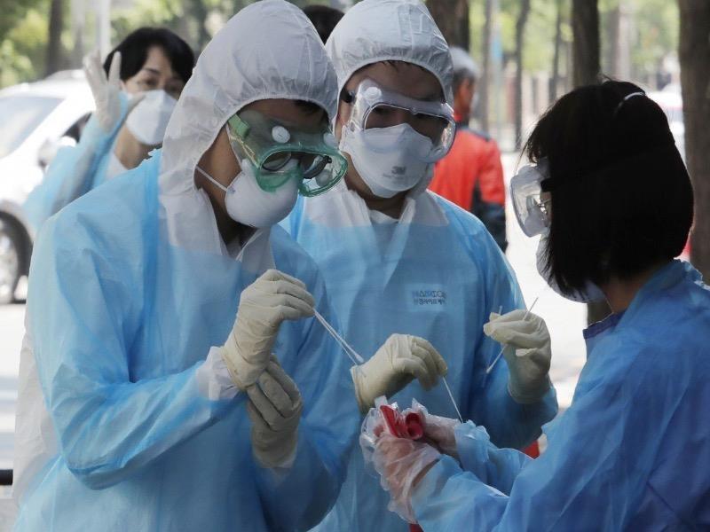 WHO yêu cầu ngưng thử nghiệm thuốc sốt rét trong trị COVID-19 - ảnh 1