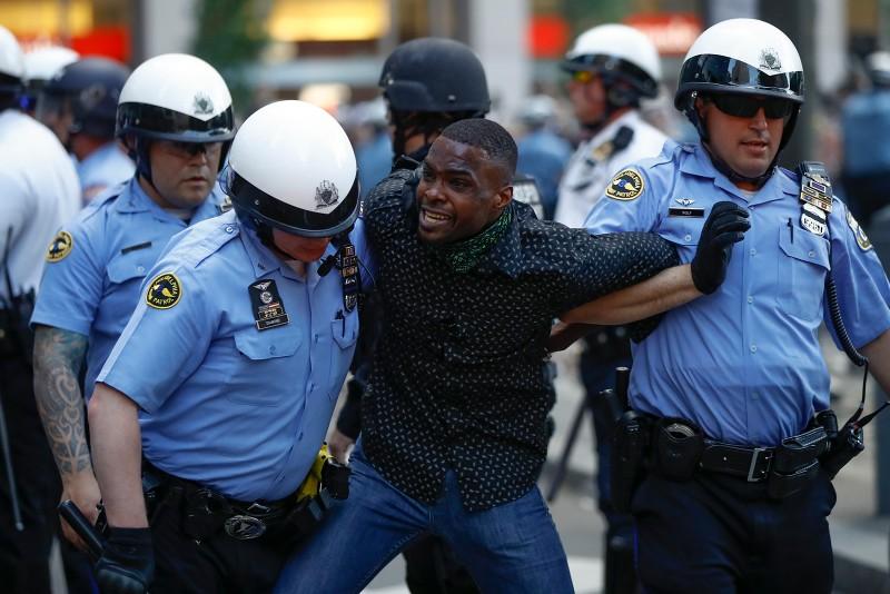 Biểu tình Mỹ: 25 bang điều Vệ binh Quốc gia, bạo lực tiếp diễn - ảnh 1