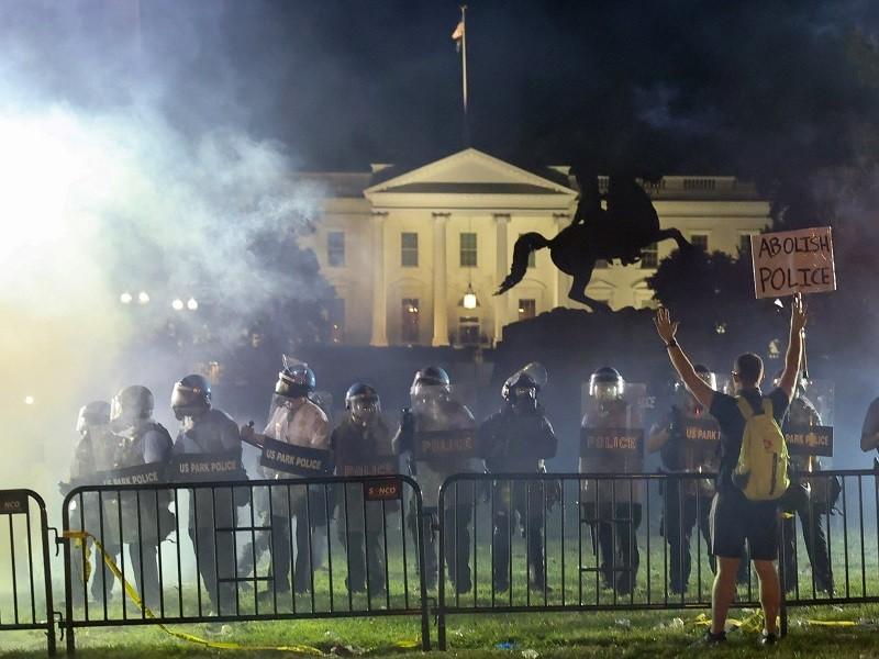 Ông Trump kêu gọi thẳng tay trừng trị những người biểu tình - ảnh 1