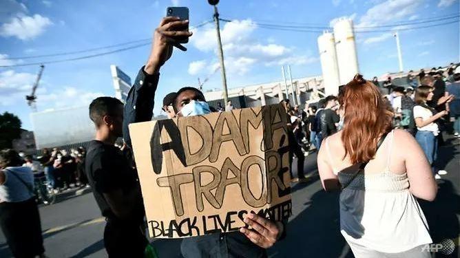 Pháp: Biểu tình vụ thanh niên da đen chết tại đồn cảnh sát  - ảnh 2