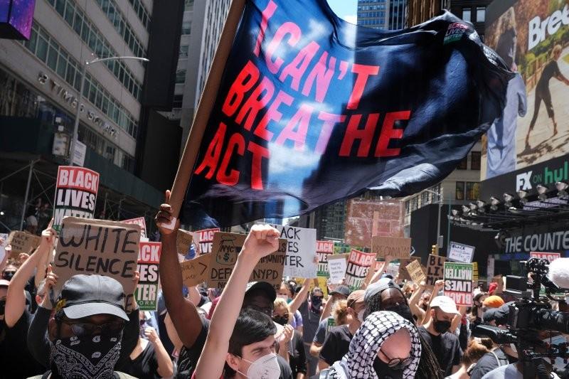Giới chức Mỹ đề nghị người biểu tình xét nghiệm COVID-19 - ảnh 1
