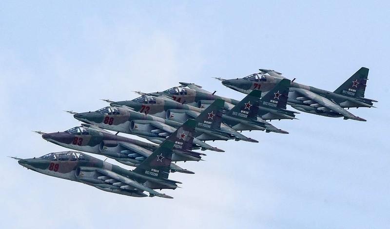 Ảnh: Quân đội Nga tổng duyệt diễu binh mừng ngày chiến thắng - ảnh 3