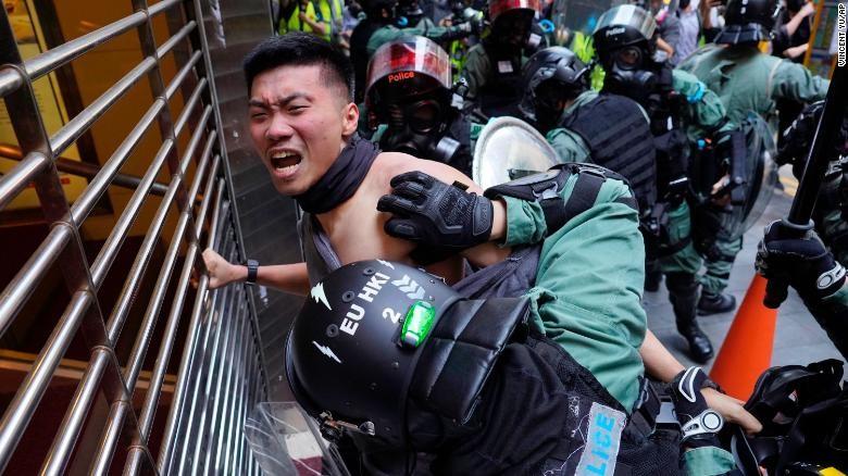 Hong Kong: 1 năm biểu tình, gần 9.000 người bị bắt - ảnh 3