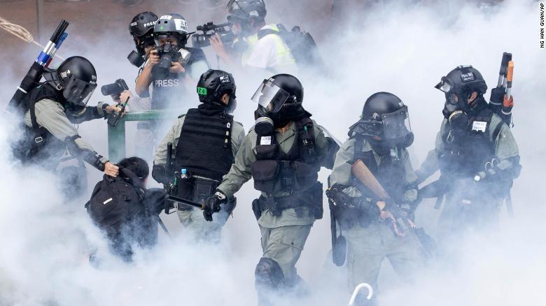 Hong Kong: 1 năm biểu tình, gần 9.000 người bị bắt - ảnh 1