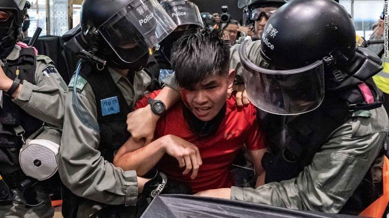 Hong Kong: 1 năm biểu tình, gần 9.000 người bị bắt - ảnh 5