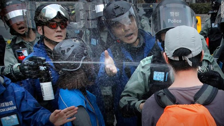 Hong Kong: 1 năm biểu tình, gần 9.000 người bị bắt - ảnh 2